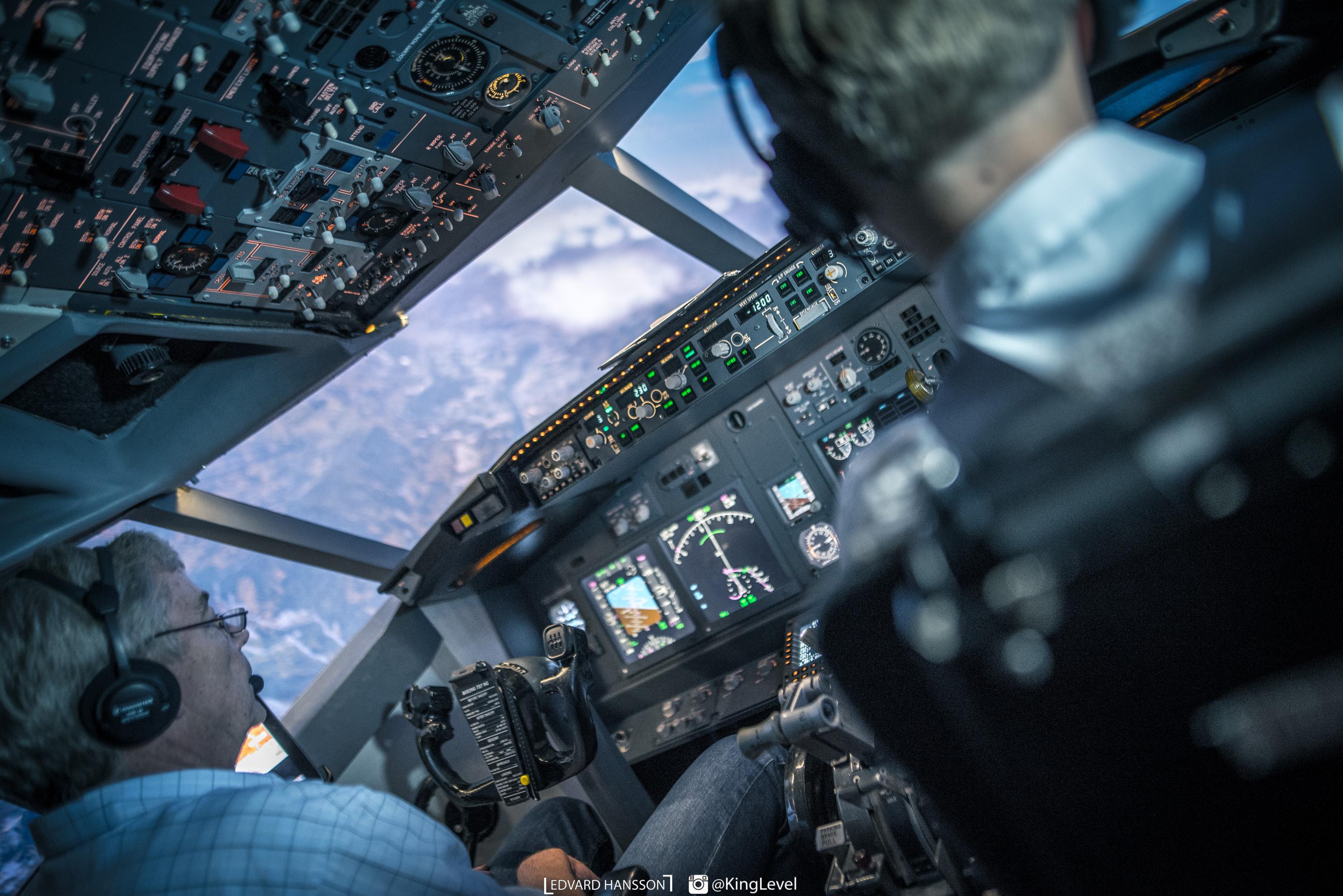Bild från vår simulator under vänstersväng med instruktör Bo i kaptenssätet.
